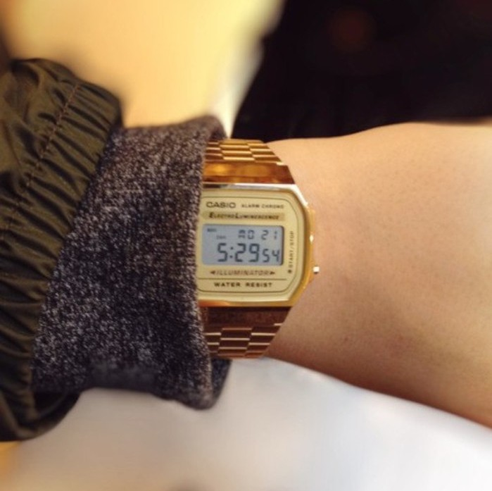 montre-casio-vintage-or-bracelet-metal-gold-a168