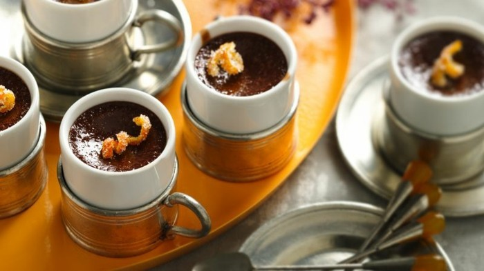 mousse-au-chocolat-garnie-avec-orange-confite-recette