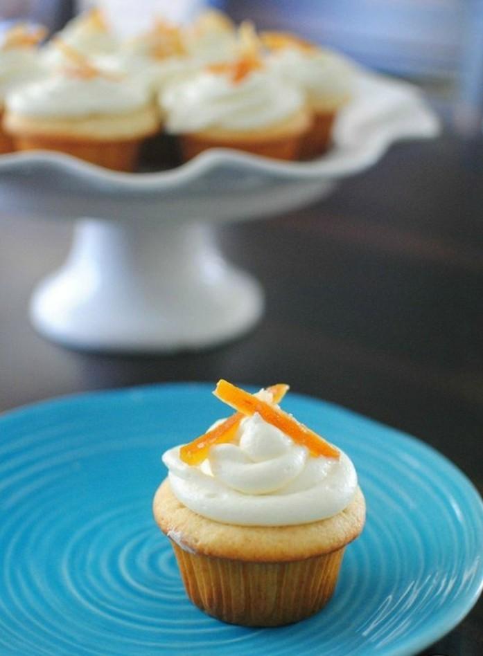 muffin-decore-avec-ecorce-dorange-confite