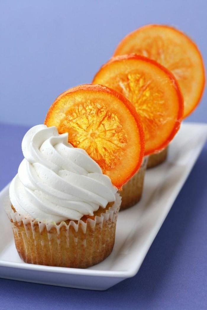 muffin-decore-avec-orangettes-confites-idee-patisserie