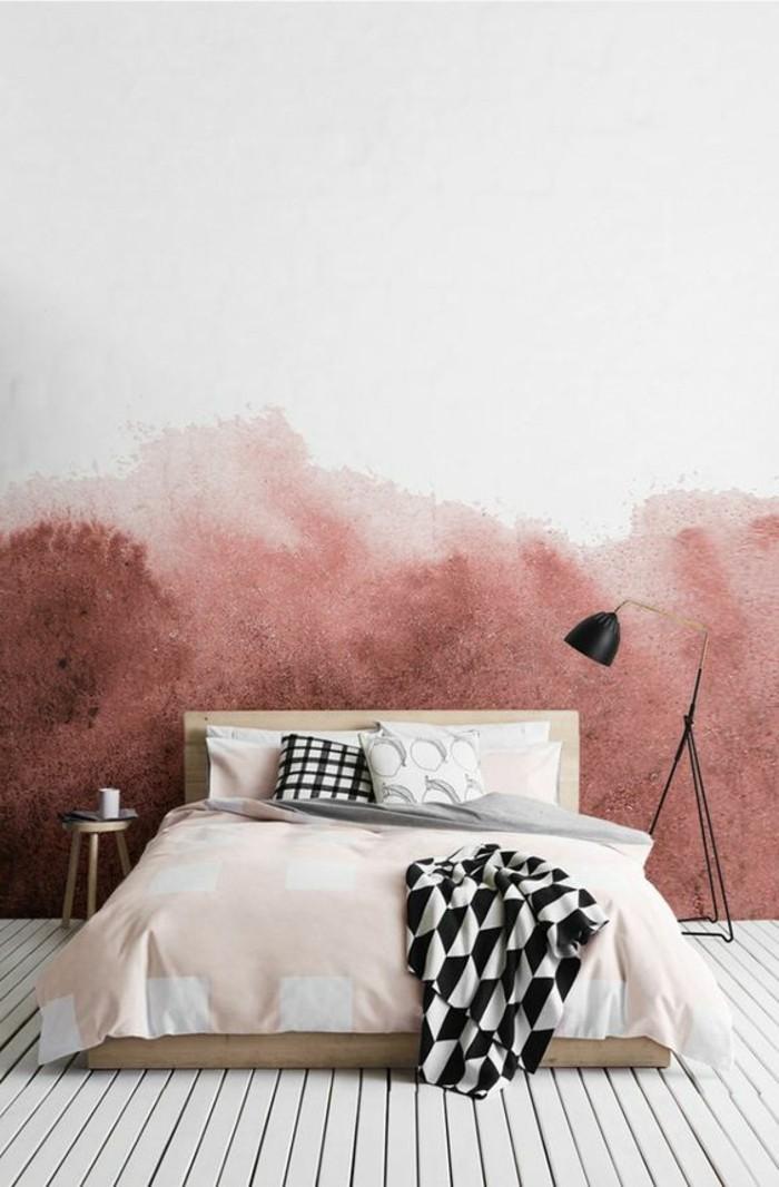 mur-double-couleur-lit-couverture-rose-et-blanc-coussins-blanc-noir-lampe-de-lecture-noire