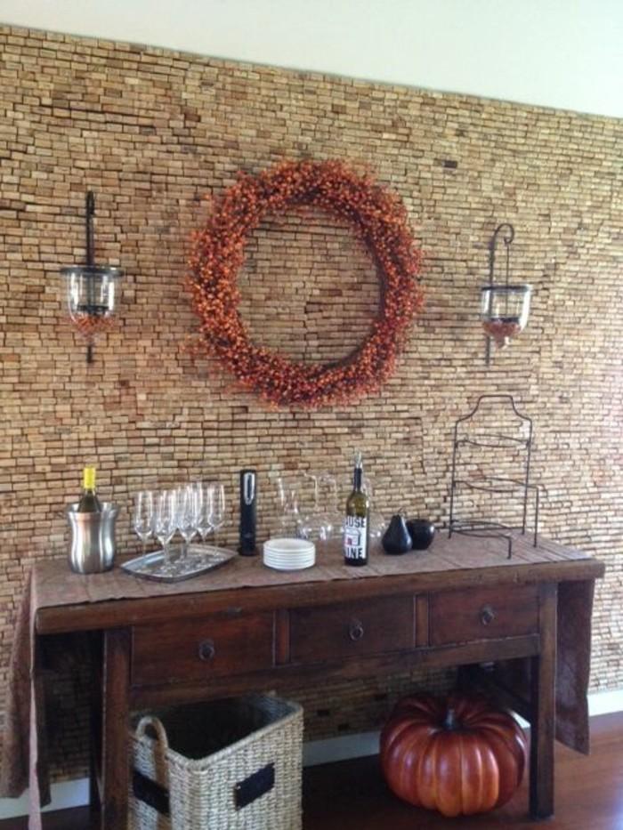 mur-recouvert-de-bouchons-en-liege-interieur-maison-originale