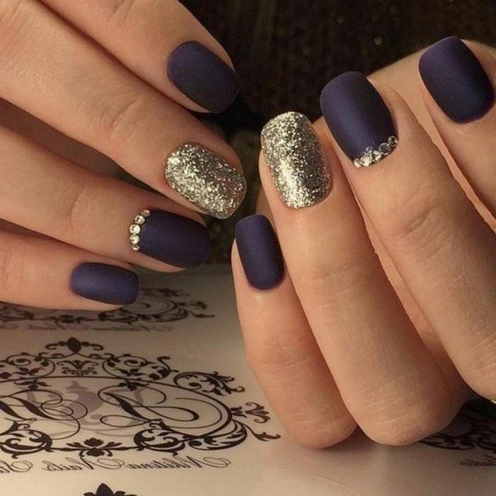 nail-art-rouge-et-blanc-deco-ongles-noel-ongle-deco-noel-violet-et-dore-combinaison-cool