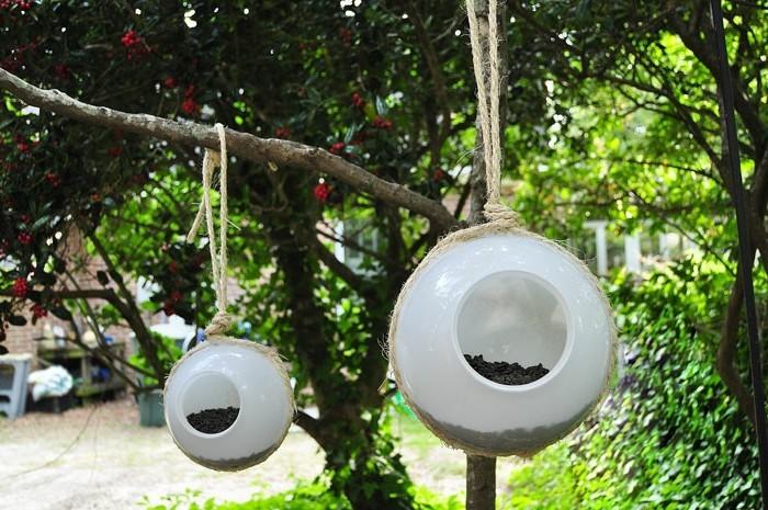 nourriture-oiseaux-lampe-boule-transformee-graines-de-tournesol