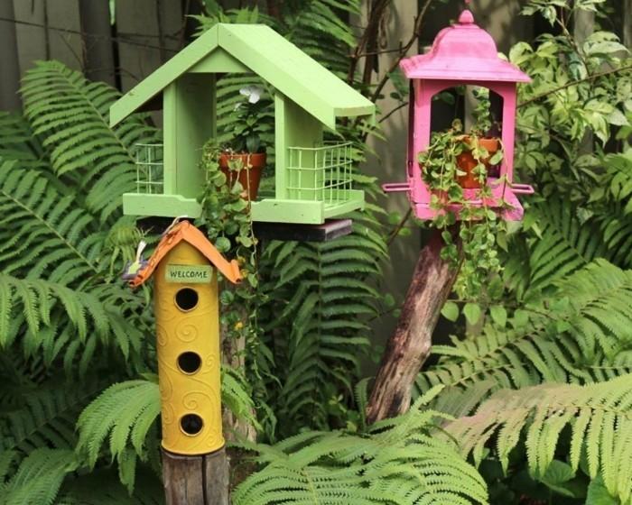nourriture-oiseaux-maisons-rouge-et-verte-plantes-mangeoir-bienvenue