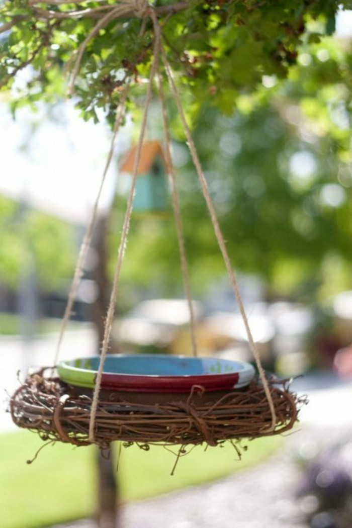 nourriture-oiseaux-mangeoir-balancoire-simple-bol-multicolore