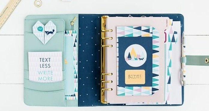 page-de-garde-personnalisee-idee-comment-organiser-son-agenda-decoration-thematique-exemple-d-agenda-customise