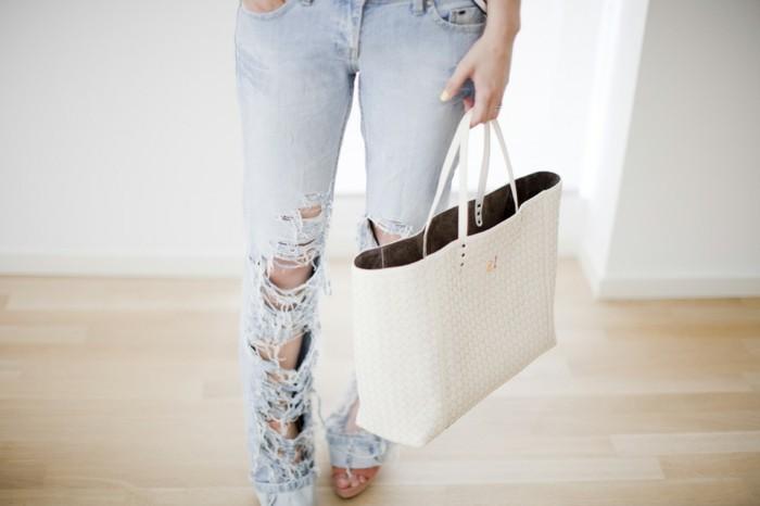 pantalon-dechire-moderne-jeans-personnalises-avec-un-couteau-a-tout-usage-a-combiner-avec-un-t-shirt-ou-des-chaussures-a-talon