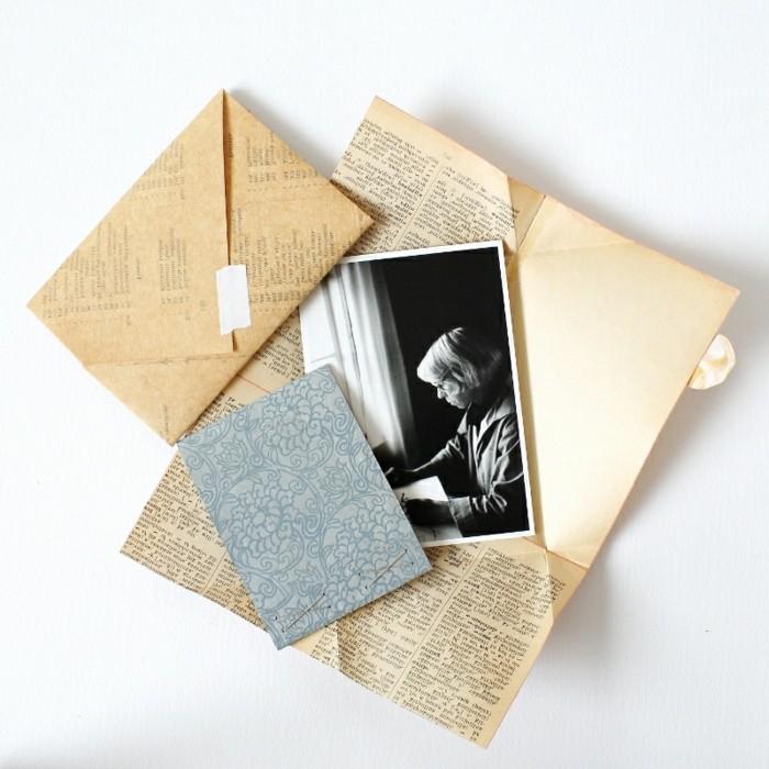 papier-de-livre-d-occasion-pour-faire-une-enveloppe-origami-diy