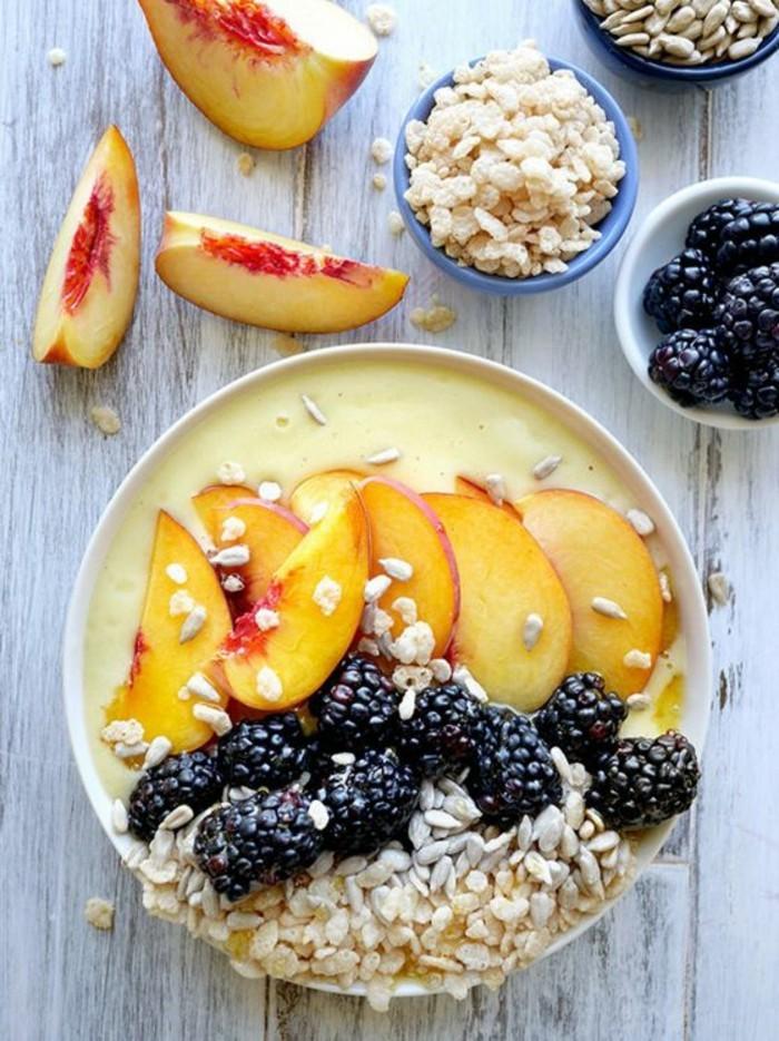 petit-dejeuner-equilbre-recette-de-smoothie-bowl