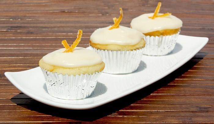 petit-gateau-decore-avec-oranges-confites-recette-patisserie