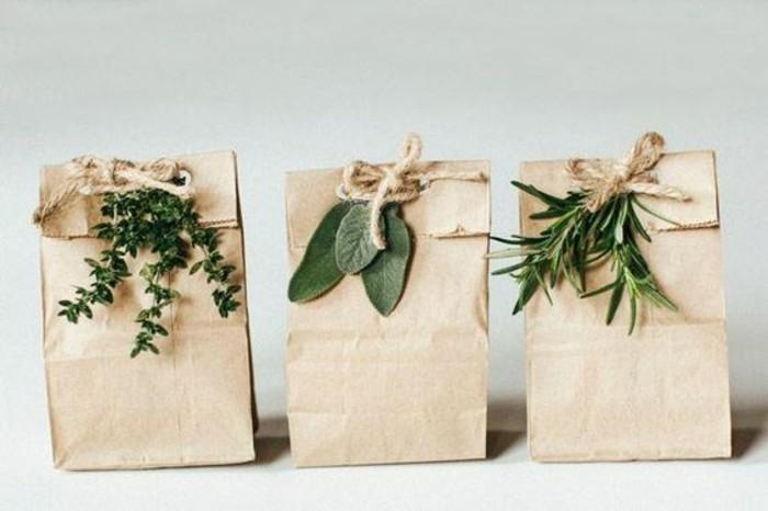 petit-sachet-kraft-decore-de-brin-de-feuilles-herbes