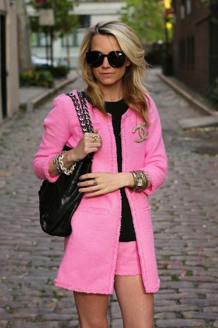 piece-classique-de-chanel-manteau-tweed-rose