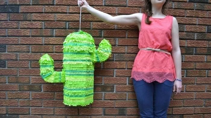 pianata-en-forme-de-cactus-couleur-verte-idee-comment-faire-une-pinata-originale-pour-une-fete