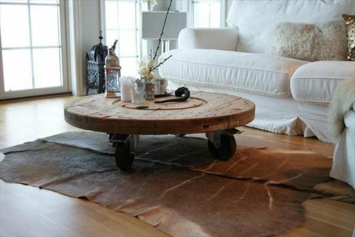 plateau-de-touret-utilise-pour-fabriquer-une-table-basse-touret-a-roulettes-salon-blanc-resized