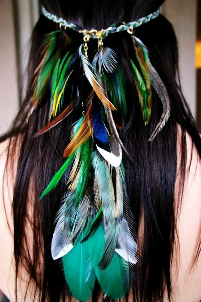 plume-dans-les-cheveux-bleu-vert-marron