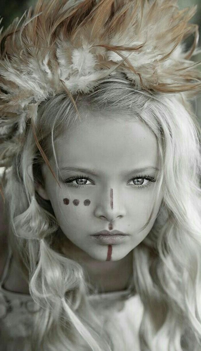 plume-dans-les-cheveux-enfants-yeux-profonds