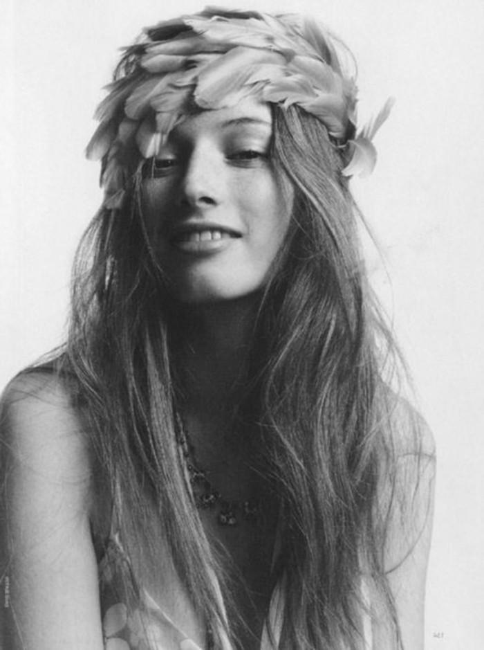 plume-dans-les-cheveux-sourire-bandeau