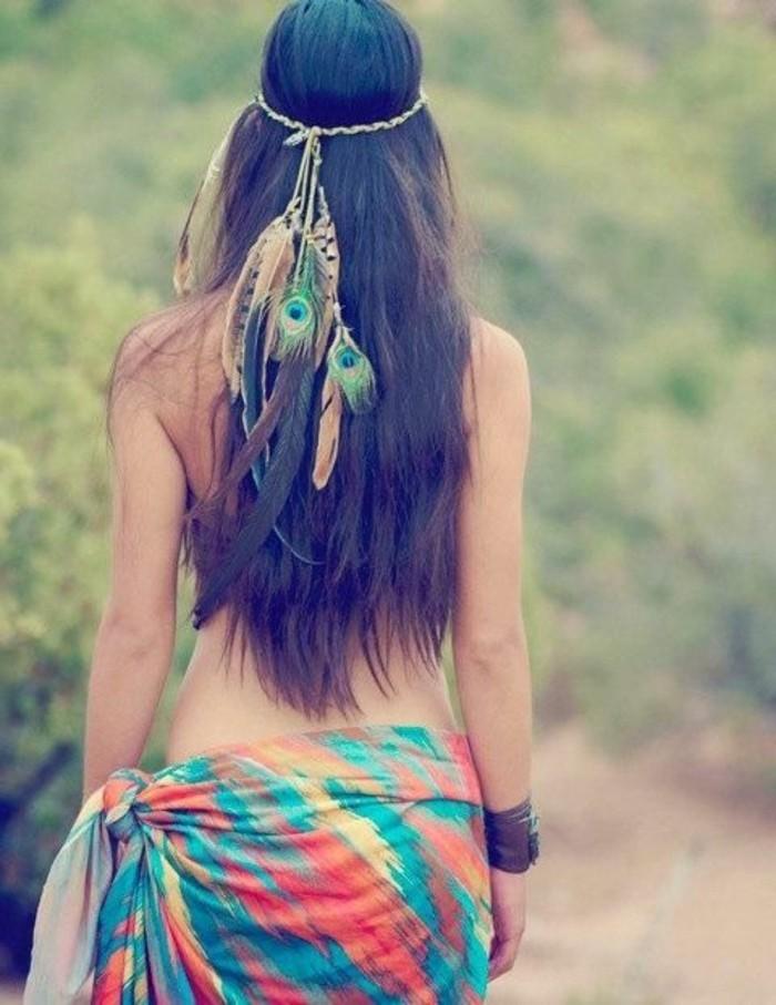 La plume dans les cheveux un accessoire pour les femmes sauvages - Plume dans les cheveux ...