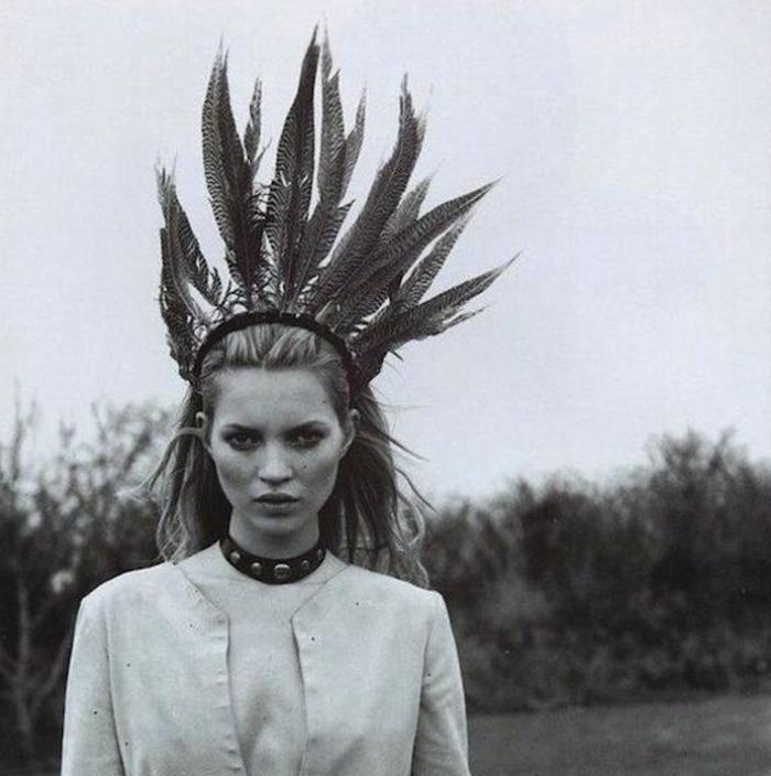 plume-pour-cheveux-photo-en-blanc-et-noir