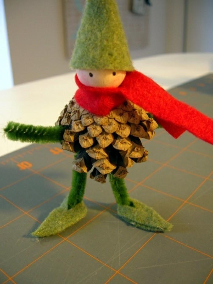 pommes-de-pin-elf-avec-une-pomme-de-pin-fabriquer-une-deco-de-noel