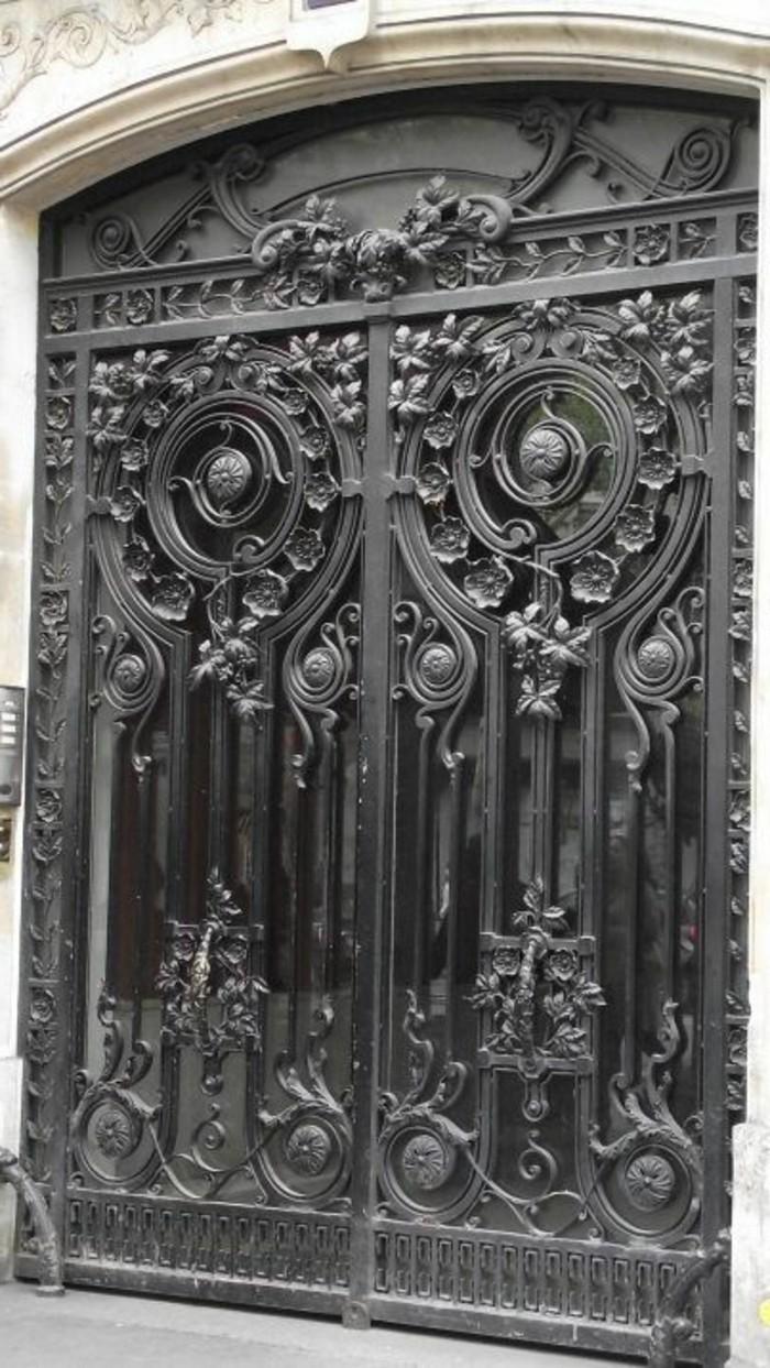 porte-en-fer-forge-exterieur-art-ornements-motifs-floraux-porte-en-verre