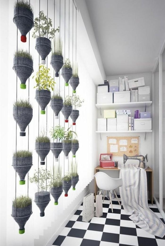 que-faire-avec-de-bouteilles-en-plastique-des-bouteilles-transformees-en-pots-de-fleurs-diy-mur-vegetal