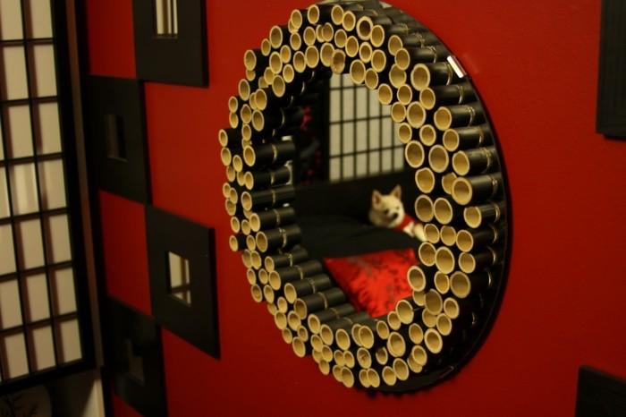 que-faire-avec-des-bambous-miroir-noir-style-mur-rouge