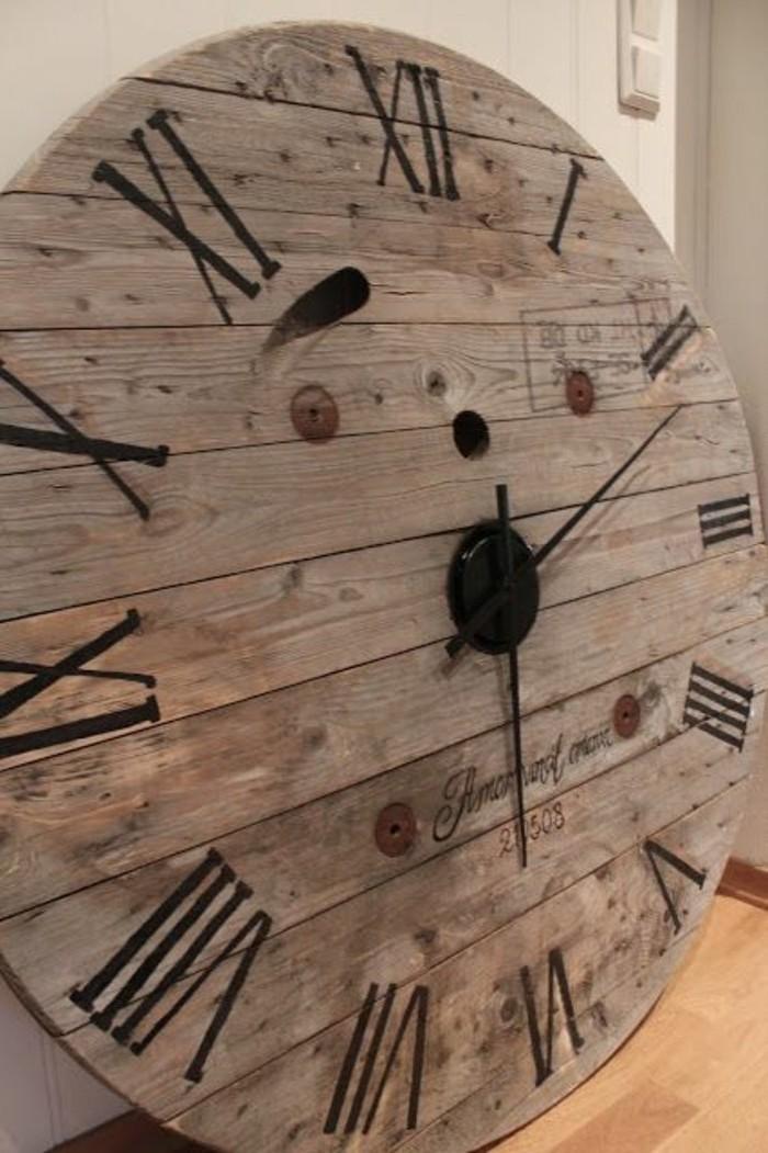 que-faire-avec-un-touret-une-horloge-en-bois-demonte-pour-suggestion-d-horloge-vintage-rustique-resized