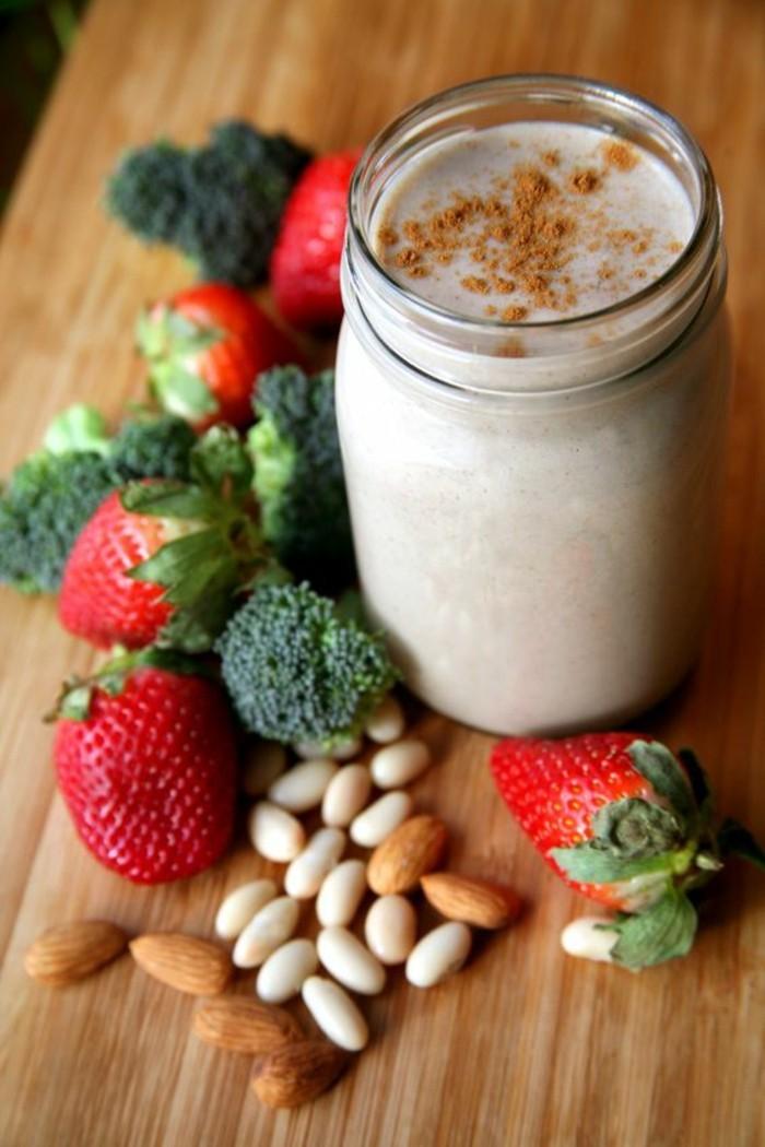 regime-smoothie-recette-originale-fraises-et-brocoli