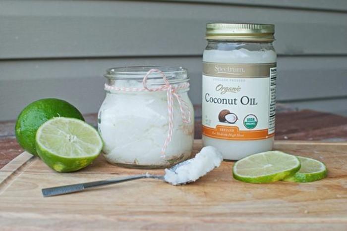recette-de-gommage-visage-maison-a-base-de-huile-de-noix-de-coco-et-sucre