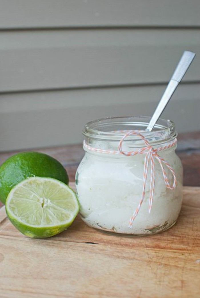 recette-de-gommage-visage-maison-utilisant-huile-de-noix-de-coco