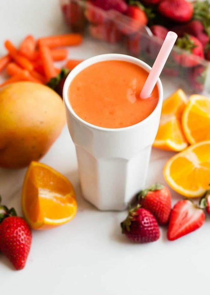 recette-de-smoothie-delicieuse-fraises-oranges-carottes-recette-bonne-pour-la-sante