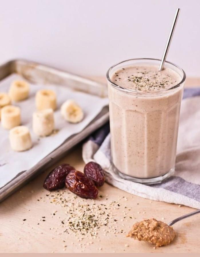recette-de-smoothie-pour-petit-dejeuner-recette-vegetalienne