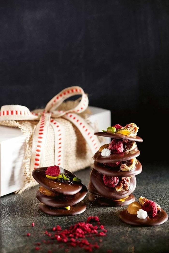 recette-mendiant-dessert-au-chocolat-framboises-et-pistaches