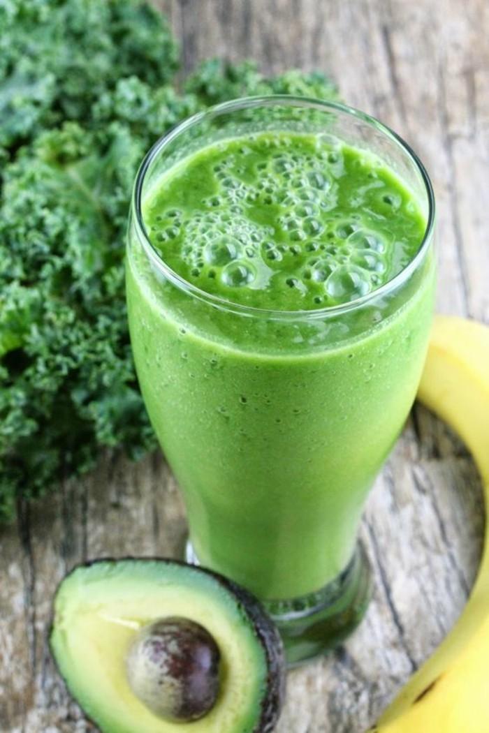 recette-smoothie-vert-regime-minceur-avocat-banane-et-brocoli
