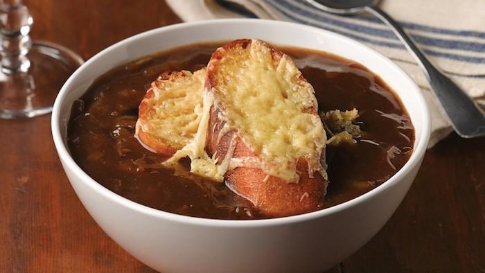 recettes-soupes-frence-recette-soupe-a-l-oignon-francaise-pain-grille-gratin-idee