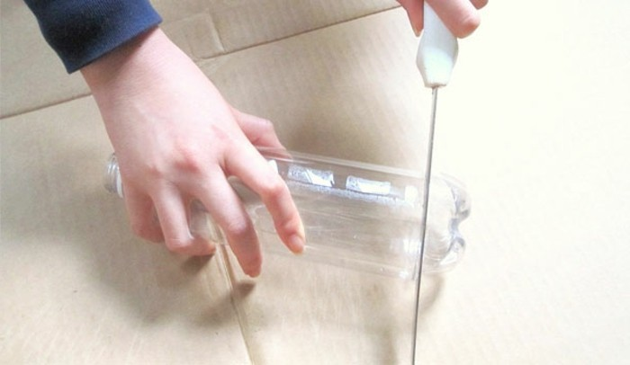 recyclage-bouteille-plastique-un-abat-jour-compose-de-plusieurs-fonds-de-bouteilles