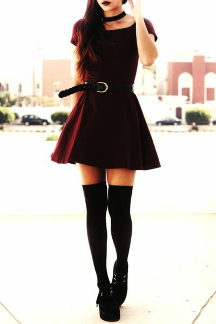 robe-bordeau-ceintiree-modele-chaussette-haute
