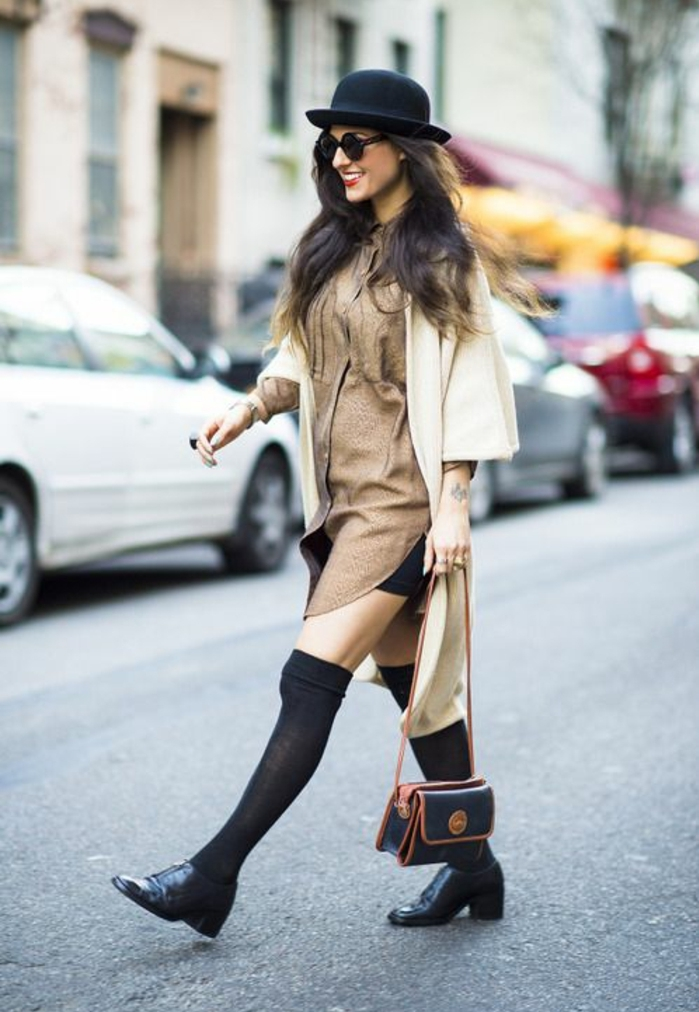 robe-chemise-doree-jupe-courte-noire-jambieres-noires-transparentes