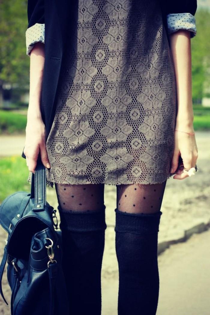 robe-en-dentelle-chaussettes-montntes-noires-en-coton-bottes
