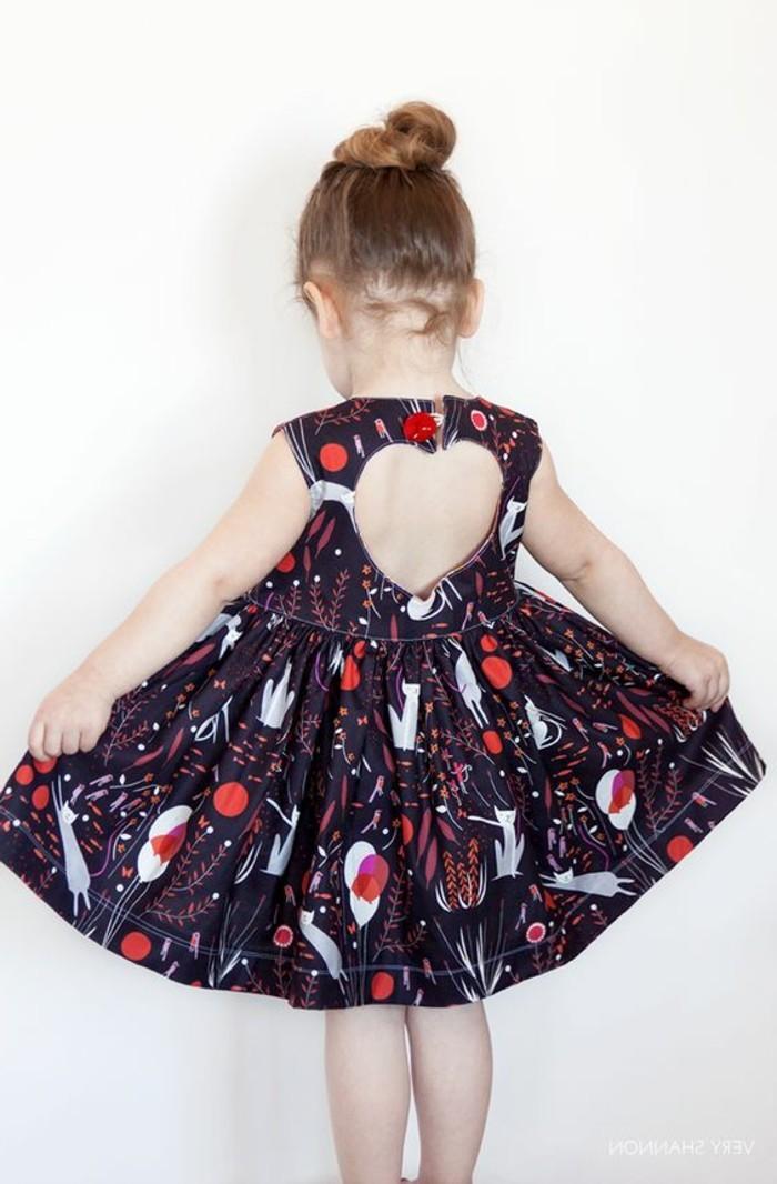 robe-fille-quatre-ans-robe-corolle-avec-figure-coeur-au-dos