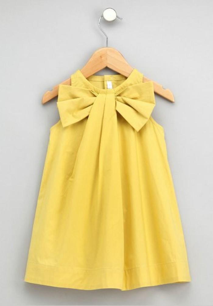 robe-fille-quatre-ans-robe-jaune-avec-un-col-original