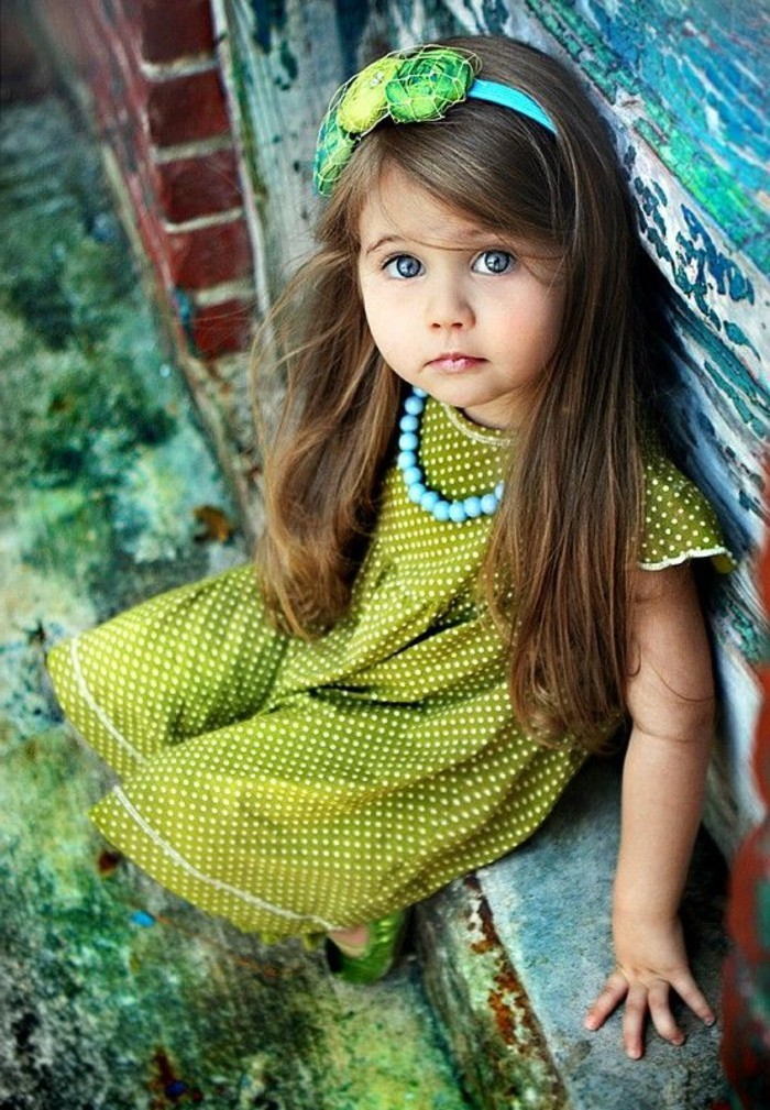 robe-fille-quatre-ans-robe-verte-pointillee-diademe-et-collier
