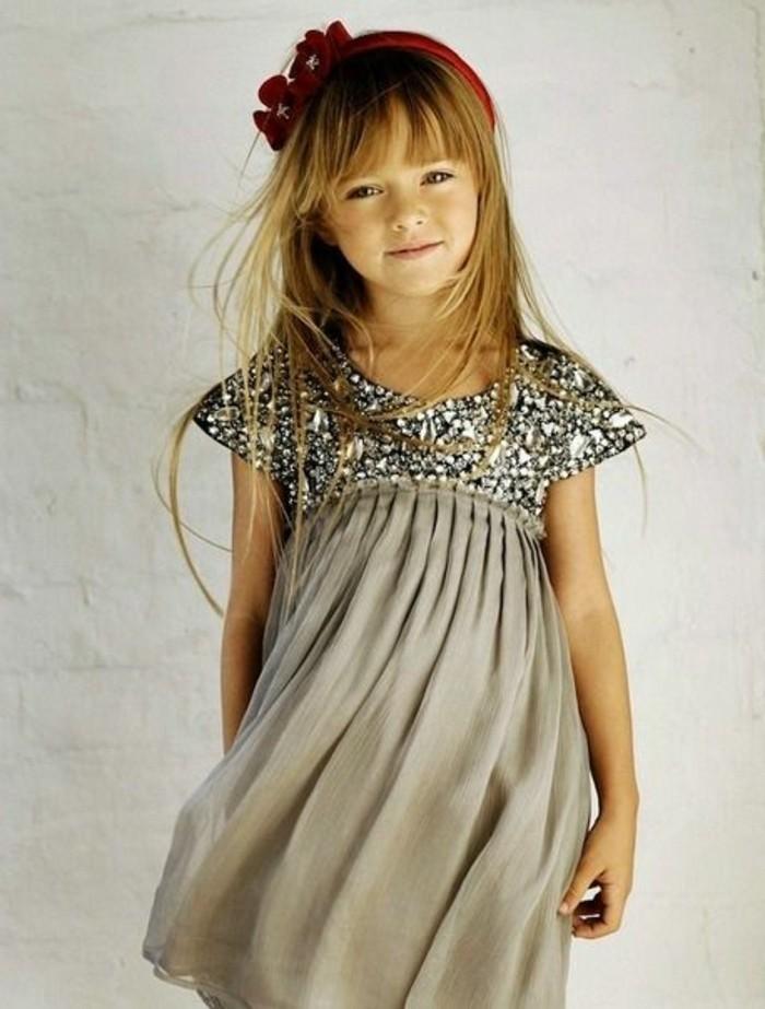 robe-fillette-grise-legere-une-robe-fille-charmante-partie-superieure-pailletee