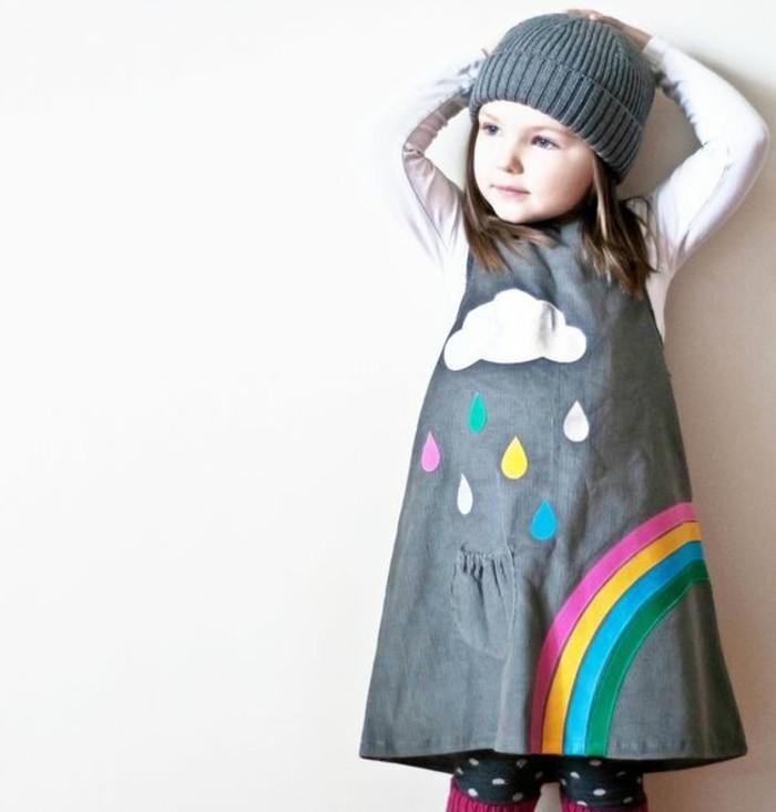 robe-fillette-jolie-robe-grise-avec-arc-en-ciel-imprime
