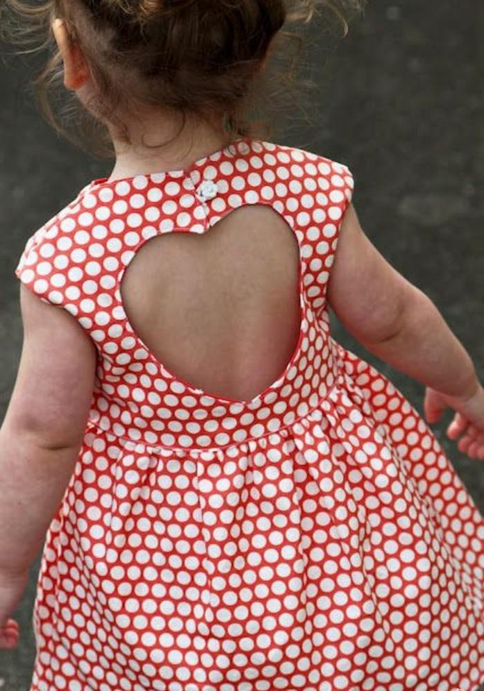 robe-pour-petite-fille-figure-coeur-au-dos-de-la-robe-rose