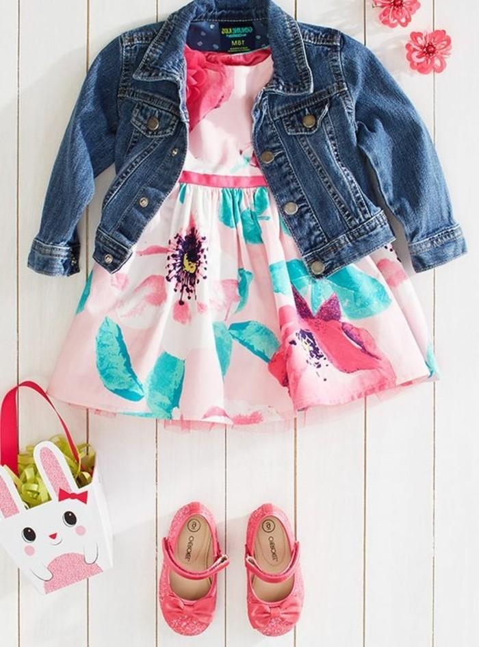 robe-pour-petite-fille-manteau-en-denim-souliers-roses
