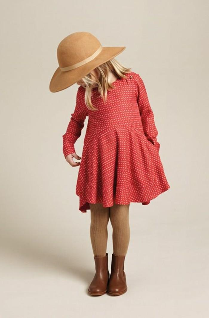 robes-enfant-robe-rose-originale-chapeau-e-bottes-couleur-camel
