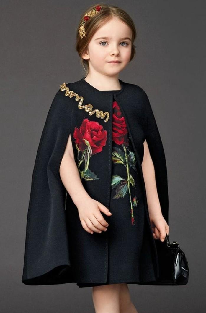 robes-filles-jolie-robe-avec-pelerine-dessin-rouge-sur-un-phone-noir